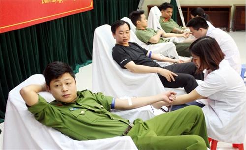 Tiếp nhận 42 đơn vị máu