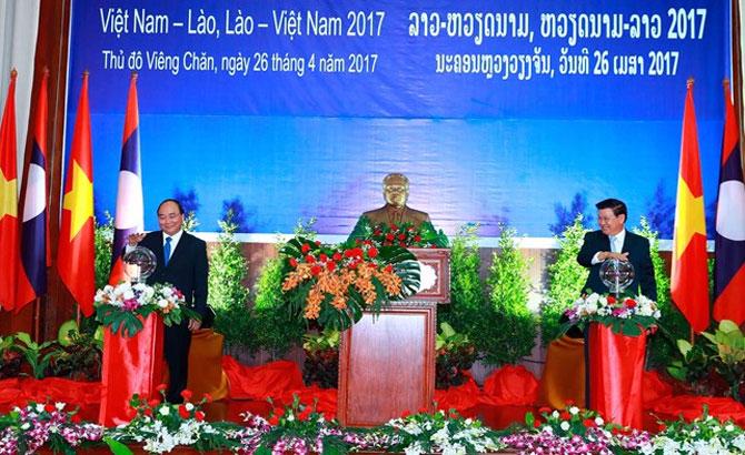 Vietnam, Laos launch year of solidarity, friendship