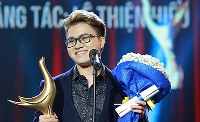 Transgender singer wins Vietnam's most coveted music award