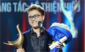 Transgender singer wins Vietnam's most coveted music award