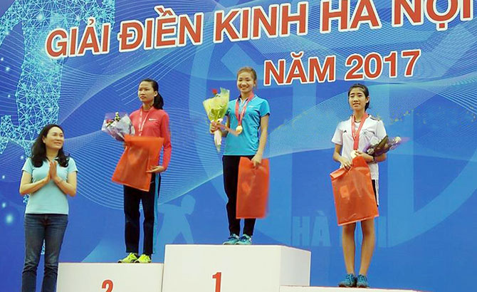 Giải điền kinh Hà Nội mở rộng: Nguyễn Thị Oanh giành 2 HCV, tiếp cận thành tích SEA Games