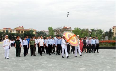Các đồng chí lãnh đạo tỉnh Bắc Giang đặt vòng hoa, tưởng niệm các Anh hùng liệt sĩ