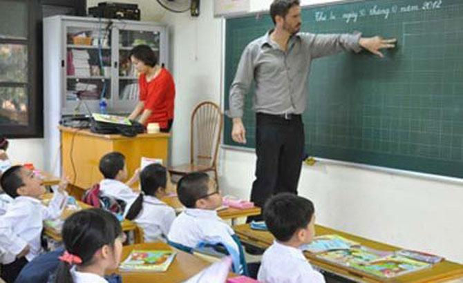 Dạy ngoại ngữ không quá 25 học viên/ca học
