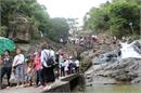 Bắc Giang: Dịp nghỉ lễ, hàng vạn du khách tới Suối Mỡ