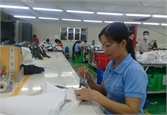 Nữ công nhân đam mê sáng tạo