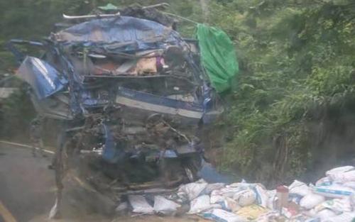 Hòa Bình, xe tải, vách núi, thương vong, tai nạn