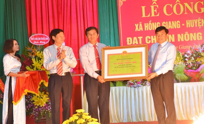 Xã Hồng Giang đón Bằng công nhận đạt chuẩn nông thôn mới