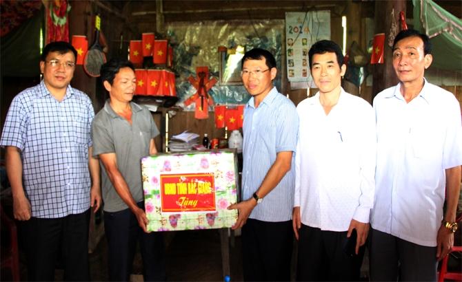 Phó Chủ tịch UBND tỉnh Lê Ánh Dương thăm một số hộ dân Lạng Sơn cư trú tại huyện Sơn Động