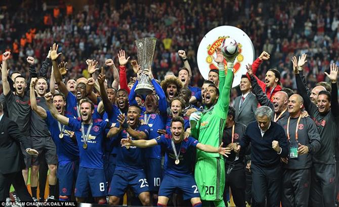 Hạ Ajax, Manchester United lần đầu đăng quang Europa League