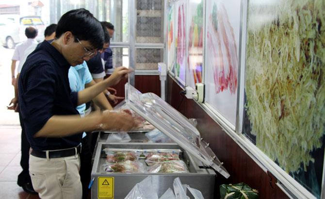 HTX kinh doanh Thao Thanh: Khai trương điểm bán thịt lợn an toàn