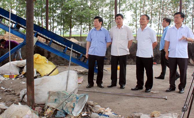 Phó Chủ tịch Thường trực UBND tỉnh Lại Thanh Sơn: Khẩn trương xử lý rác tồn lưu tại thị trấn Tân Dân và thị trấn Neo