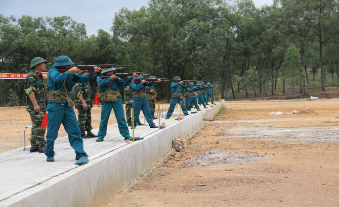Việt Yên: Kiểm tra bắn đạn thật đối với lực lượng dân quân, tự vệ