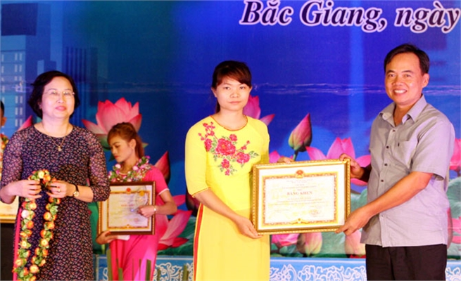 Bac Giang honours 131 outstanding workers