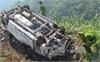 Lào Cai: Xe ô tô mất lái lao xuống vực bốc cháy