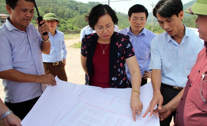 Phó Chủ tịch UBND tỉnh Nguyễn Thị Thu Hà kiểm tra dự án khu đô thị, khu dân cư tại huyện Yên Dũng