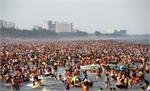 Biển Sầm Sơn đặc kín người tránh nóng
