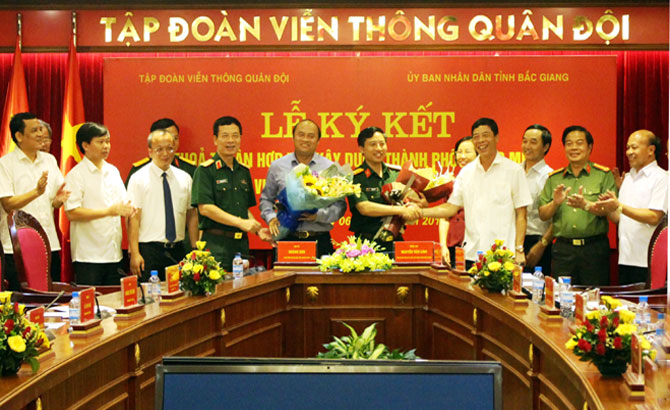 Bac Giang People's Committee, Viettel group sign cooperation deal to build smart city