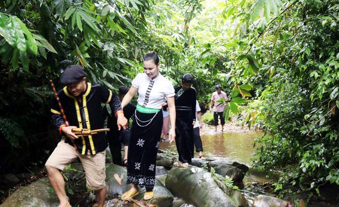 Khai thác tiềm năng  du lịch sinh thái, tâm linh
