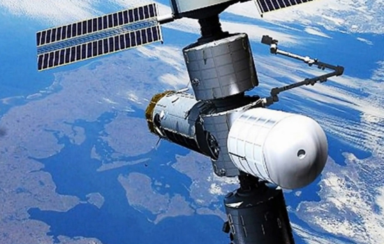 Trạm không gian, đầu tiên, du khách, quỹ đạo