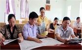 Cán bộ, công chức xã Quảng Minh: Duy trì việc đọc và làm theo báo Đảng