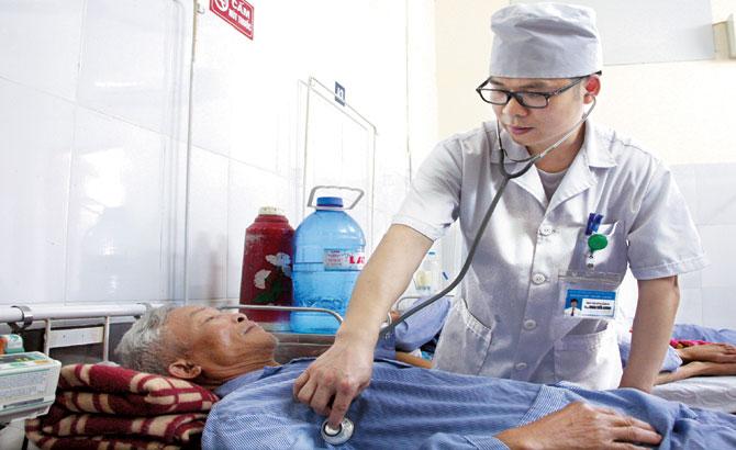 Bác sĩ Đoàn Tiến Dương: Đam mê sáng tạo,  tận tụy vì người bệnh