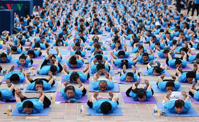 Gần 1.000 người tham gia đồng diễn Yoga tại Đà Nẵng