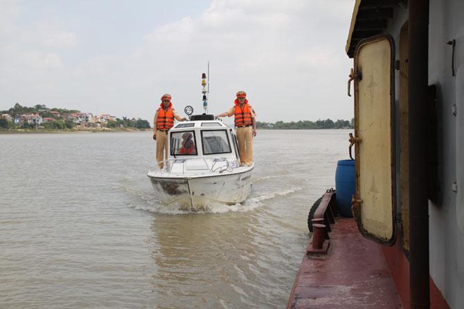 Bình yên, những tuyến sông, đường thủy, cảnh sát