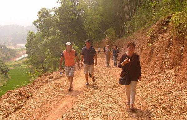"""Những nhà báo với con đường """"xóa mù"""" ở ốc đảo Đồng Mậm"""