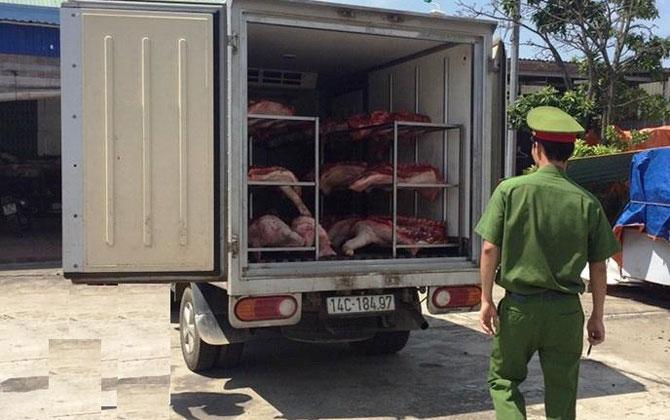 Bắt giữ 600 kg thịt lợn không rõ nguồn gốc