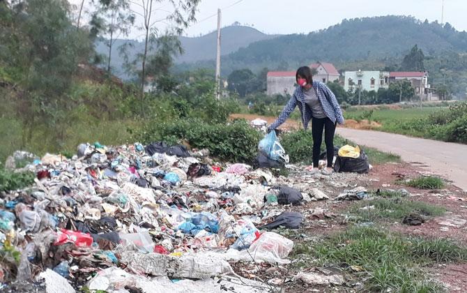 """Thực hiện Chiến dịch 100 ngày ra quân vệ sinh môi trường - Rác """"tái chiếm"""" đường sá, kênh mương"""