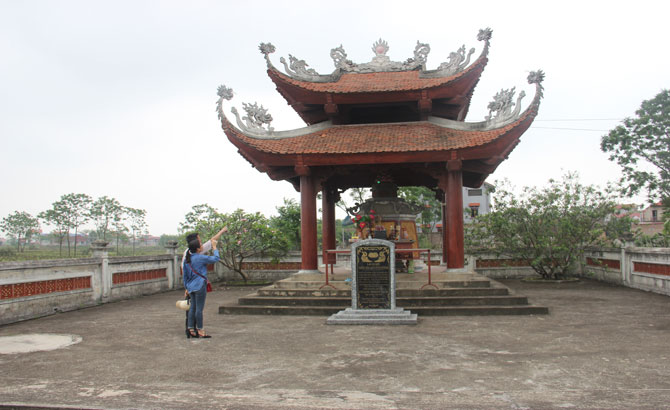 Princess Ly Nguyet Sinh's tomb in Vong Giang