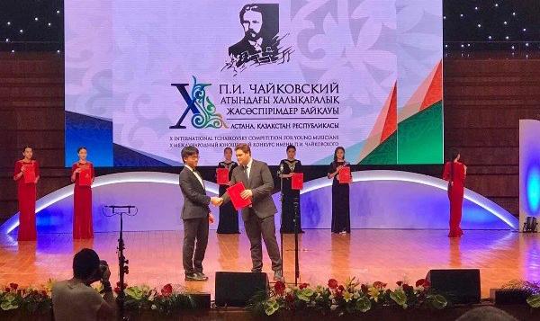 Tài năng violin Trần Lê Quang Tiến đứng top 8 tại cuộc thi Tchaikovsky