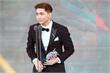 Vietnamese singer wins Asia Model Awards 2017