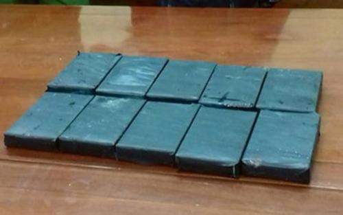 Lạng Sơn: Bắt quả tang vụ vận chuyển 10 bánh heroin giấu trong vỏ xe máy