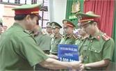Chủ tịch UBND tỉnh Bắc Giang thưởng nóng cán bộ, chiến sĩ khám phá vụ án đào hầm trộm cắp tài sản