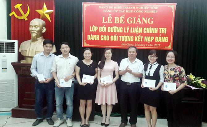 Đảng ủy Khối doanh nghiệp tỉnh Bắc Giang: 76 quần chúng hoàn thành lớp bồi dưỡng nhận thức về Đảng