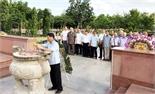 Đoàn đại biểu tỉnh Bắc Giang viếng Nghĩa trang liệt sĩ Hàng Dương (Côn Đảo)