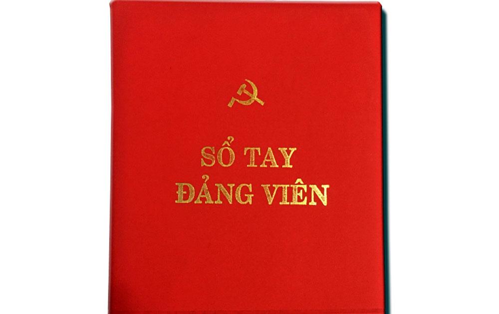 Việt Yên: Phát 6.500 sổ tay đảng viên