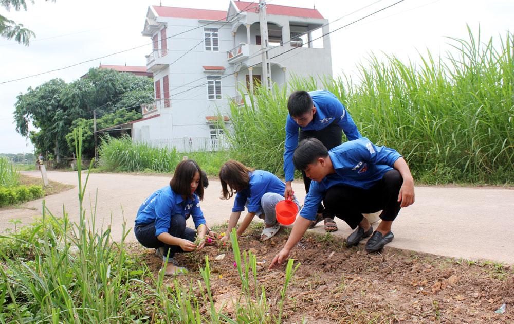 """24 đội, nhóm sinh viên tham gia tình nguyện """"Mùa hè xanh"""" tại Bắc Giang"""