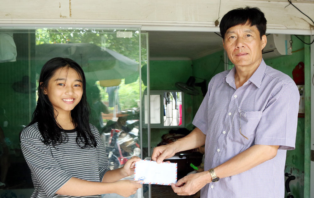 Bí thư Đảng ủy phường tích cực làm từ thiện