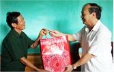 Đồng chí Thân Văn Khoa, Phó Bí thư Thường trực Tỉnh ủy thăm, tặng quà người có công TP Bắc Giang