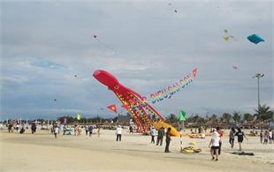 My Khe beach to host kite festival