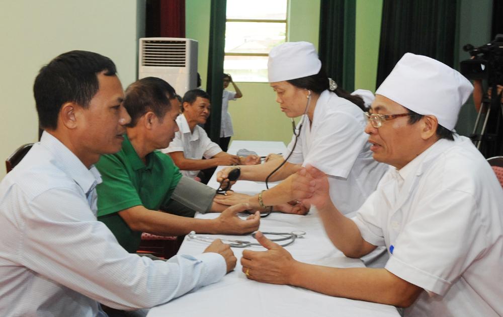 Khám bệnh, tư vấn chăm sóc sức khỏe cho các cựu chiến binh