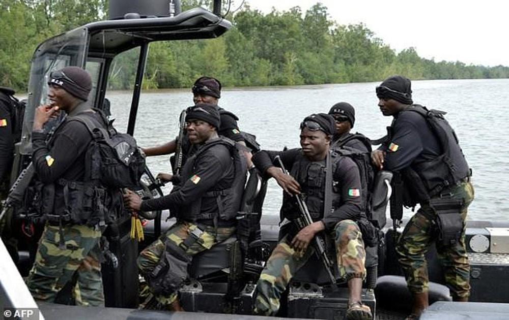 Lật tàu quân sự ở Cameroon, hàng chục binh sĩ mất tích