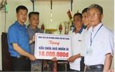 Thành đoàn Bắc Giang trao kinh phí sửa nhà cho thương binh