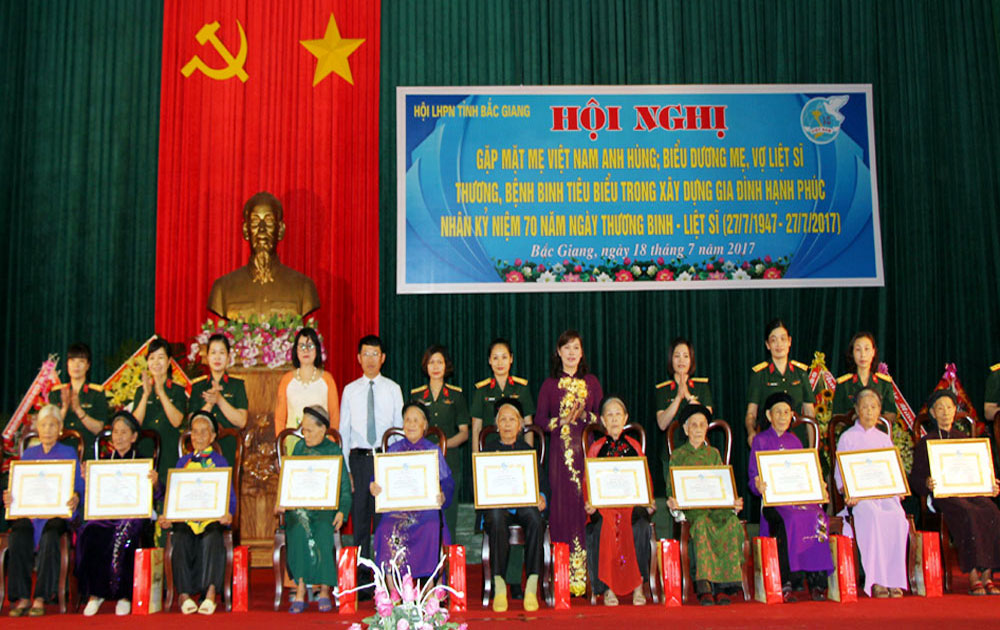 Bac Giang Women's Union honors Heroic Mothers, war martyrs' relatives
