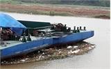 Sông Thương nhiều rác sau mưa lớn