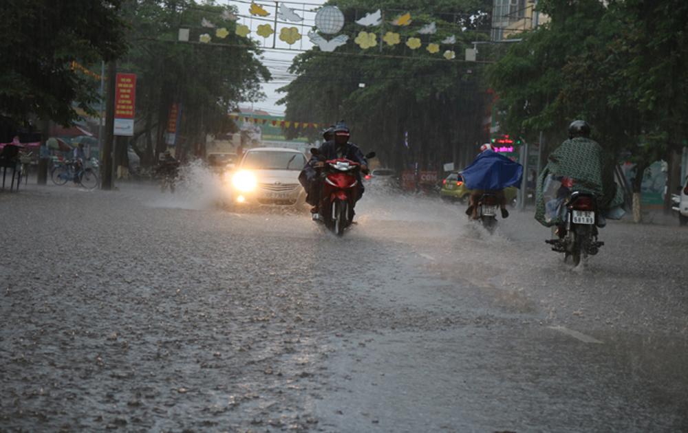 TP Bắc Giang: Nhiều tuyến phố ngập sâu trong nước