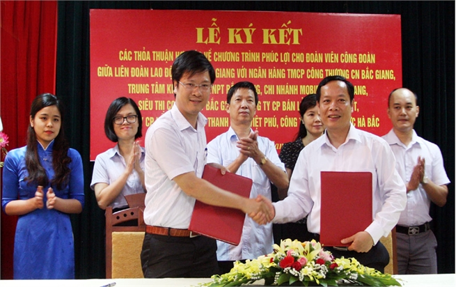 Agreements on welfare programmes for trade union members signed