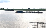 Vẫn xuất hiện tàu cuốc hút cát, sỏi trái phép trên sông Lục Nam